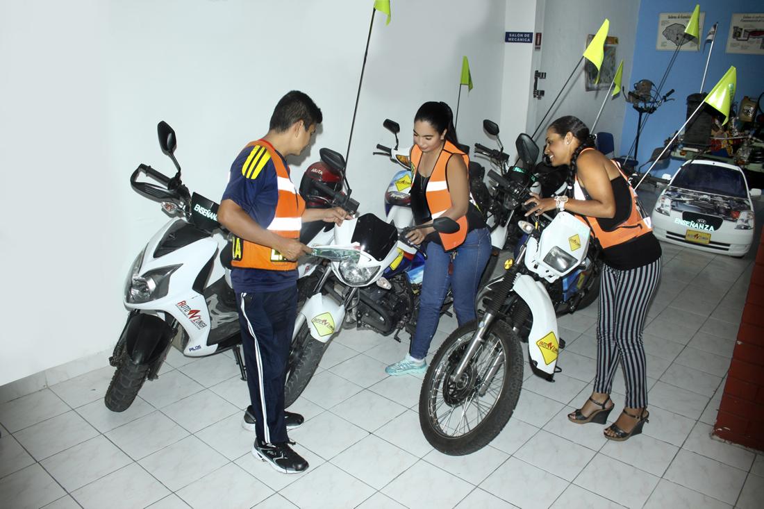 cea-auto-zuniga-tulua-escuela-de-conduccion-curso-manejo-y-licencias-motos-1