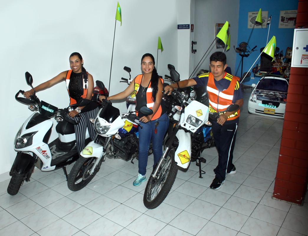 cea-auto-zuniga-tulua-escuela-de-conduccion-curso-manejo-y-licencias-para-moto-2