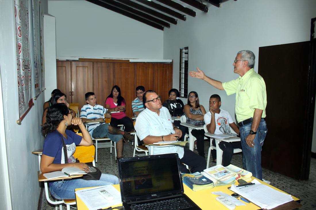 cea-auto-zuniga-tulua-instalaciones-escuela-de-conduccion-aula-de-clases-1