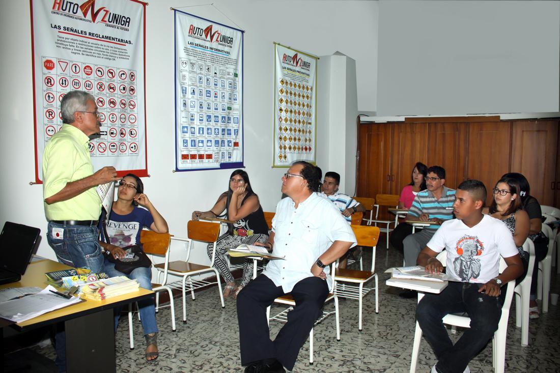 cea-auto-zuniga-tulua-instalaciones-escuela-de-conduccion-aula-de-clases-2