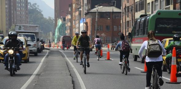 recomendaciones-segun-el-tipo-de-via-cicloruta-calle-autos-y-ciclistas